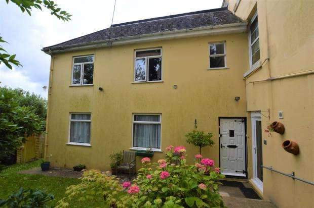 2 Bedrooms Flat for sale in Sorrento, St Lukes Road North, Torquay, Devon