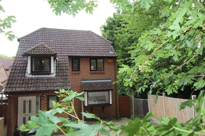 3 Bedrooms Detached House for sale in Saracen Fields, Walderslade, Chatham, ME5