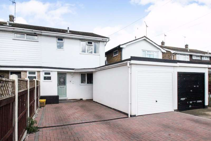 4 Bedrooms Semi Detached House for sale in Thisselt Road, Canvey Island - LIFE BY THE LAKE