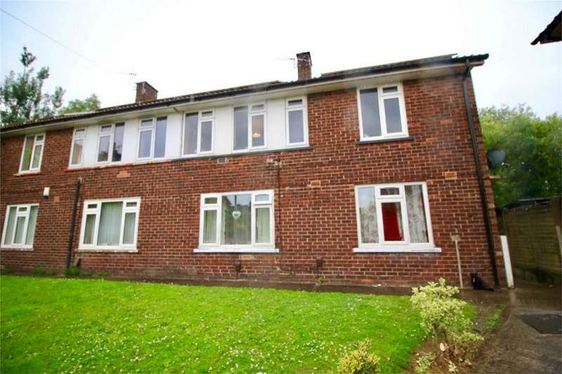 2 Bedrooms Flat for sale in Fernside Grove, Worsley, Manchester