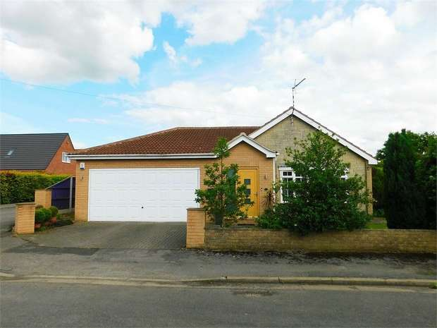 3 Bedrooms Detached Bungalow for sale in Holm Road, Westwoodside, Doncaster, Lincolnshire