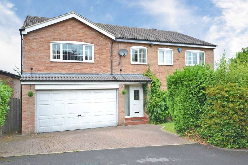 5 Bedrooms Detached House for sale in Woodthorpe Park Drive, Sandal, Wakefield
