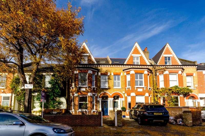 2 Bedrooms Flat for sale in Hendham Road, Wandsworth Common, SW17