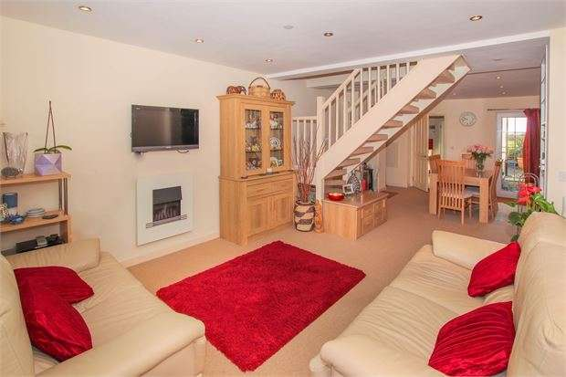 3 Bedrooms Terraced House for sale in Quainton Road, Waddesdon, Buckinghamshire. HP18 0LP