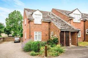 1 Bedroom Flat for sale in Chestnut Mead, Oxford Road, Redhill, Surrey
