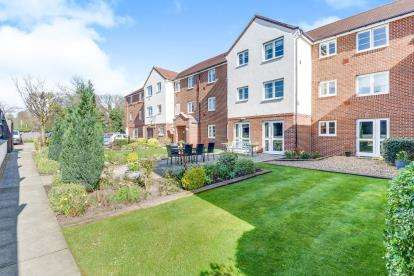 2 Bedrooms Flat for sale in Bennett Court, Station Road, Letchworth Garden City, Hertfordshire