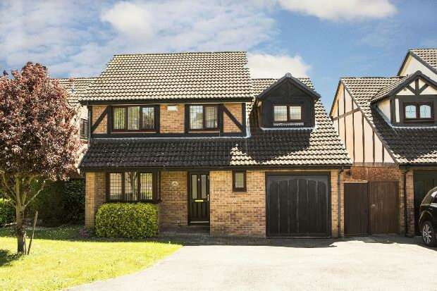 4 Bedrooms Detached House for sale in Knossington Close, Lower Earley, Reading,