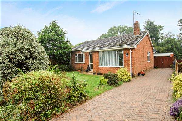 3 Bedrooms Bungalow for sale in Winston Gardens, Poole