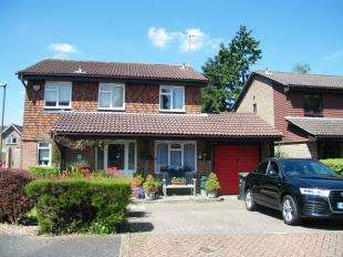 4 Bedrooms Detached House for sale in Orchard End, Caterham, Surrey