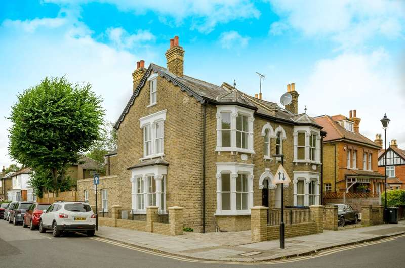 4 Bedrooms End Of Terrace House for sale in Little Park Gardens, Chase Side, EN2