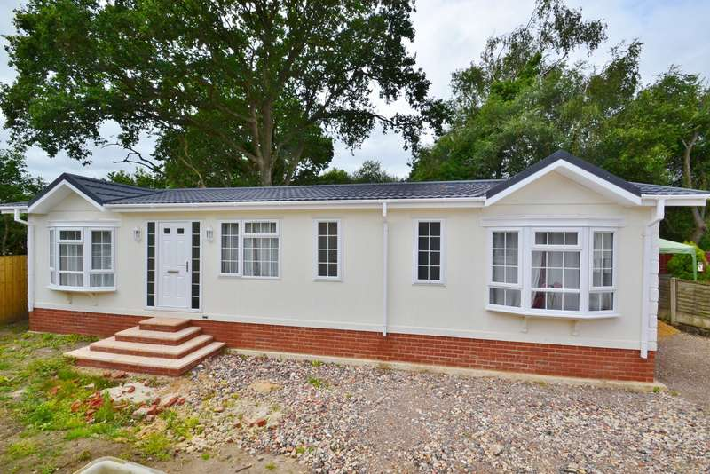 2 Bedrooms House for sale in West Moors