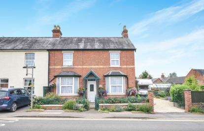 3 Bedrooms Semi Detached House for sale in Alcester Road, Harvington, Evesham, Worcestershire