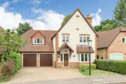 5 Bedrooms Detached House for sale in Phoebes Orchard, Stoke Hammond, Milton Keynes
