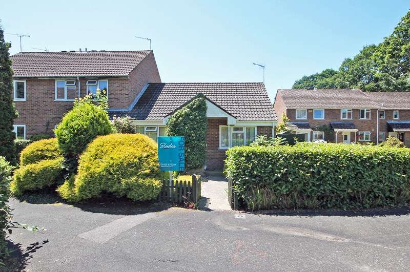 2 Bedrooms Semi Detached Bungalow for sale in Rosehill Drive, Bransgore, Christchurch