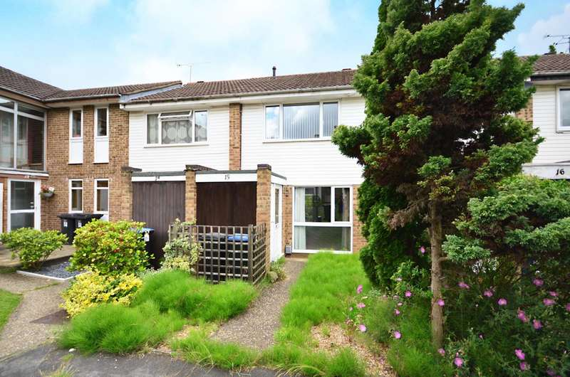2 Bedrooms Terraced House for sale in Helmsdale, St Johns, GU21