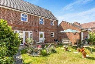 3 Bedrooms Semi Detached House for sale in West Brook Way, Felpham, Bognor Regis, Felpham