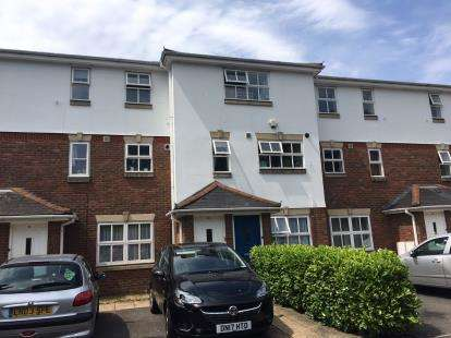2 Bedrooms Maisonette Flat for sale in Tollgate Drive, Hayes