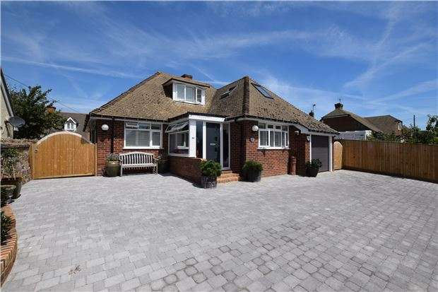 4 Bedrooms Detached Bungalow for sale in Wrestwood Road, TN40 2LP