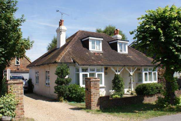 3 Bedrooms Bungalow for sale in Ripley, Woking, Surrey