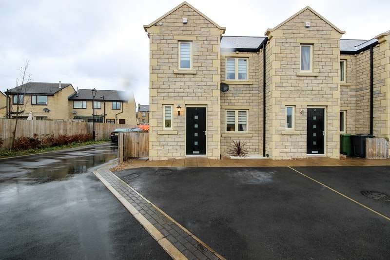 3 Bedrooms End Of Terrace House for sale in Holly Tree Court, Huddersfield, West Yorkshire, HD5