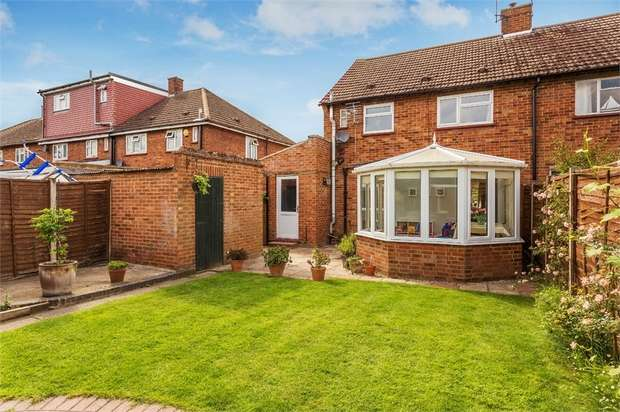 3 Bedrooms Semi Detached House for sale in Mole Road, Hersham, WALTON-ON-THAMES, Surrey