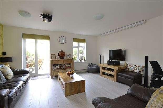 3 Bedrooms Terraced House for sale in Stenter Lane, OX28 6AW