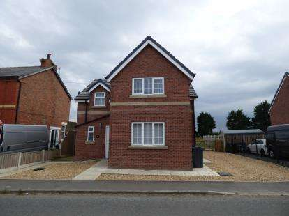 3 Bedrooms Detached House for sale in Snape Green, Southport, Lancashire, Uk, PR8