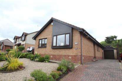 3 Bedrooms Bungalow for sale in Castleview Avenue, Paisley, Renfrewshire