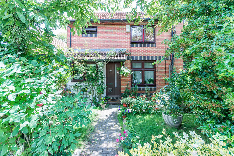 1 Bedroom Semi Detached House for sale in Grovelands Close, Camberwell, SE5