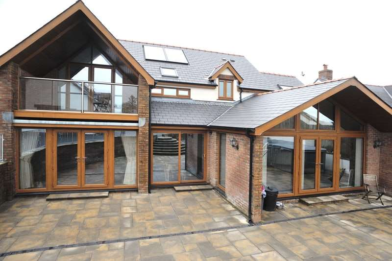 5 Bedrooms Detached House for sale in BEULAH, NEWCASTLE EMLYN, Ceredigion, SA38