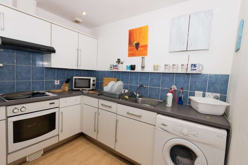 3 Bedrooms Flat for sale in Queens Road, Hastings, East Sussex, TN34