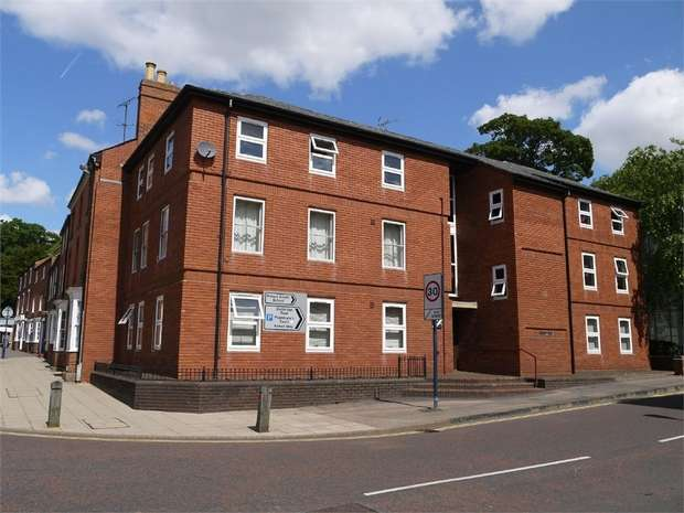1 Bedroom Flat for sale in Gardiner House, Bowden Lane, MARKET HARBOROUGH, Leicestershire