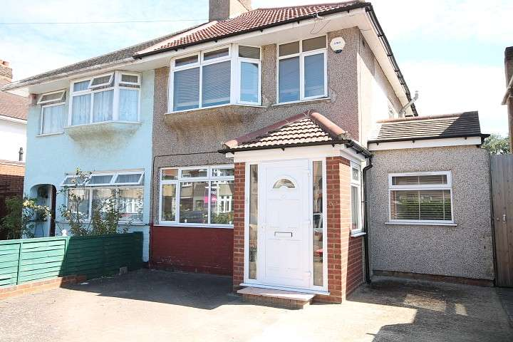 3 Bedrooms Semi Detached House for sale in Hereford Road, Feltham, TW13