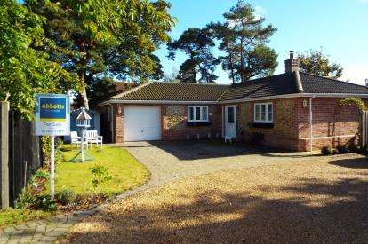 4 Bedrooms Bungalow for sale in Swaffham