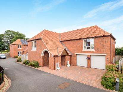 5 Bedrooms Detached House for sale in Oak Tree Court, Tollerton, Nottingham, Nottinghamshire