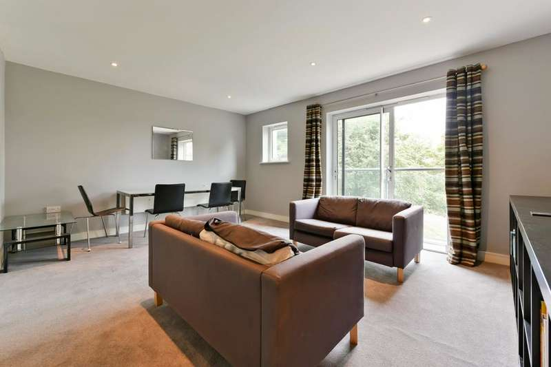 2 Bedrooms Flat for sale in Kingswood Court, Hither Green Lane, London SE13