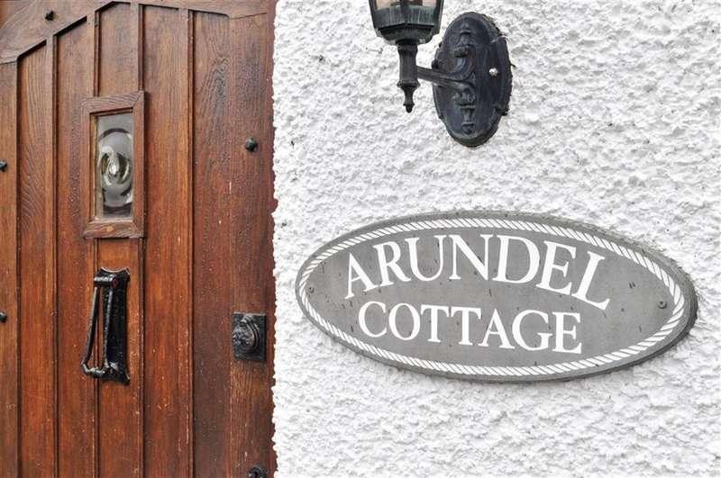 2 Bedrooms Semi Detached House for sale in Albury Road, Merstham, Surrey, RH1 3LS