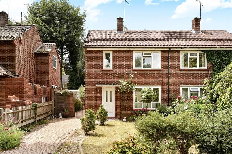 2 Bedrooms Semi Detached House for sale in St. Johns Street, Crowthorne