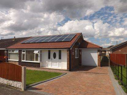 3 Bedrooms Bungalow for sale in Winfrith Road, Fearnhead, Warrington, Cheshire