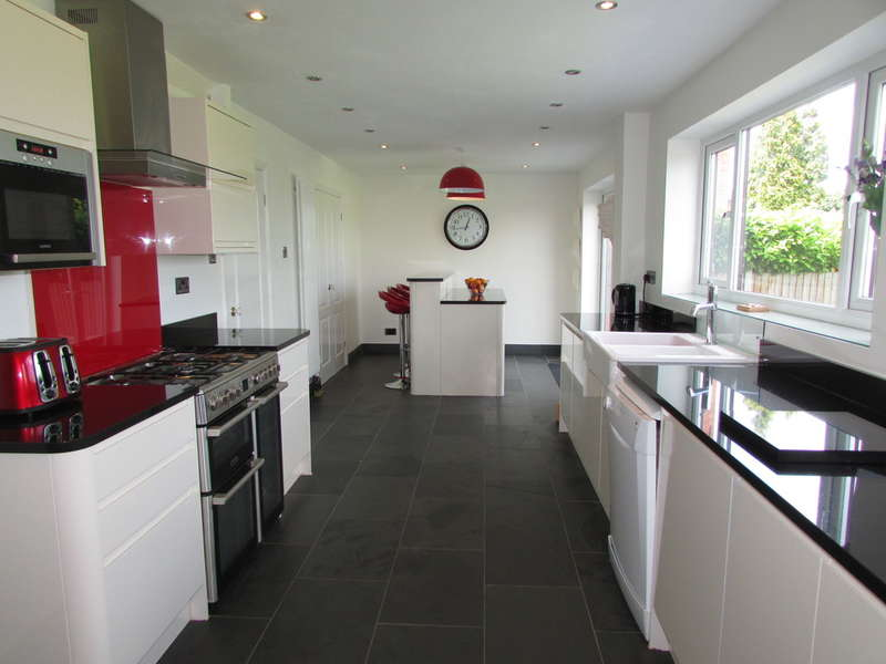 4 Bedrooms Detached House for sale in Langley Road, Leftwich