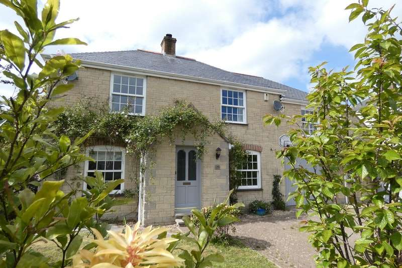 4 Bedrooms Detached House for sale in Kerley Vale, Truro, Cornwall, TR4