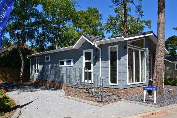 2 Bedrooms Property for sale in Homeseeker Breeze, Lone Pine Park, Ferndown