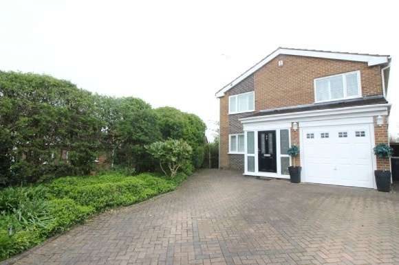 4 Bedrooms Detached House for sale in Cleadon Drive South, Brandlesholme, Bury