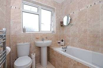 3 Bedrooms Semi Detached House for sale in Temple Avenue, YO10