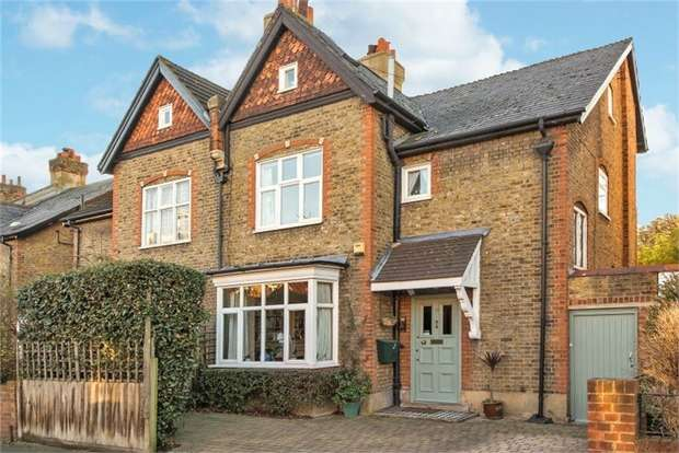 5 Bedrooms Semi Detached House for sale in Durham Road, London