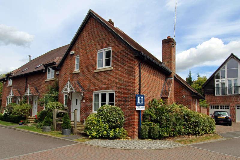 3 Bedrooms End Of Terrace House for sale in Millside, Corhampton
