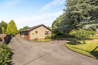 3 Bedrooms Bungalow for sale in Ulnes Walton Lane, Leyland, ., PR26