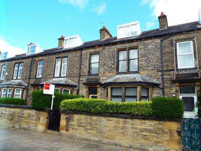 4 Bedrooms Terraced House for sale in Skircoat Green Road, Halifax, West Yorkshire