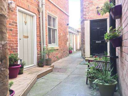2 Bedrooms Terraced House for sale in Secret Cottage, High Street, Stokesley