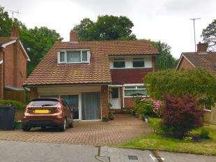 5 Bedrooms Detached House for sale in Hollingsworth Road, Croydon